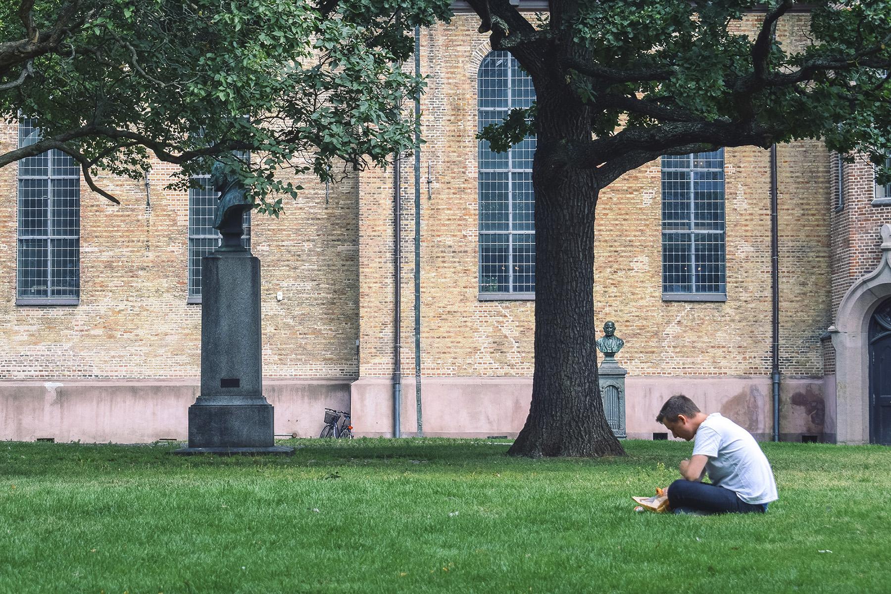reading_in_churchyard