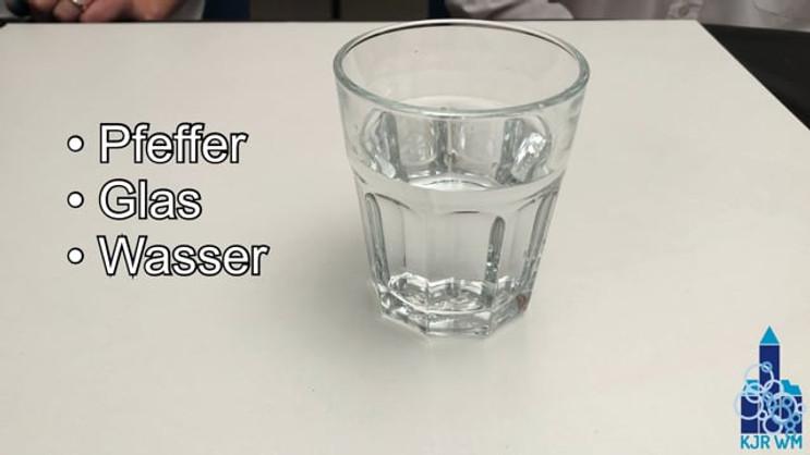 Was ist die Oberflächenspannung bei Wasser?