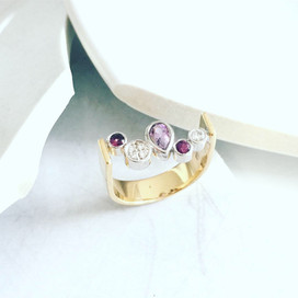 Yellow and white gold ring set with amethysts and diamonds