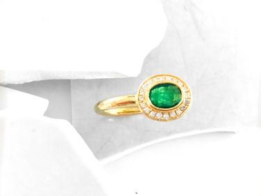 Bague or jaune diamants et émeraude