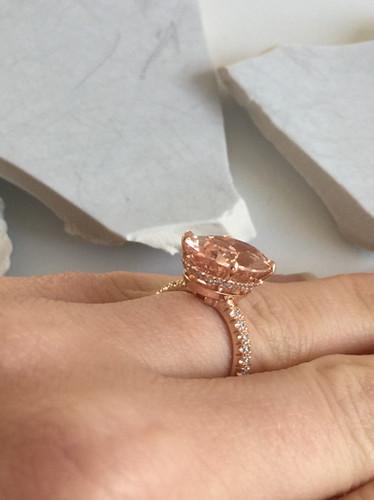 Bague en or rose , diamants et morganite saumon