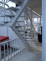 Забежная лестница 180 грд. на монокосоуре со сварным перильным ограждением.