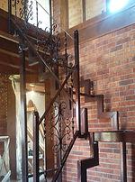 Двухмаршевая лестница на 90 грд с площадкой. Сборная. Ломанный косоур.