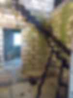 Поворотная забежная лестница 90 грд. на ломаных косоурах.