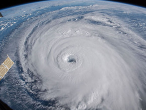 """""""HURRICANE FLORENCE AIMS AT CAROLINAS, EXPECTED TO GAIN STRENGTH; COULD BECOME CATEGORY 5"""""""