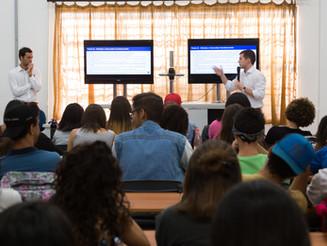 Alunos da rede pública de São Paulo recebem doação de notebooks e tablets