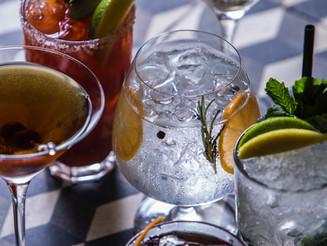 Bar de SP apresenta releitura de drinques clássicos feitos com cachaça