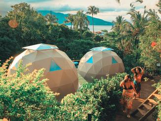 Hostel em Ilhabela atrai viajantes com suas acomodações inusitadas