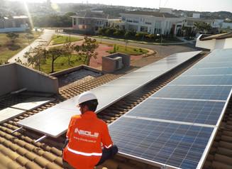 Fintech de energia solar vai pagar a conta de luz da sua empresa até o fim do ano