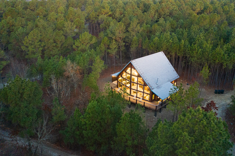 Luxury cabin in Broken Bow surrounded by trees