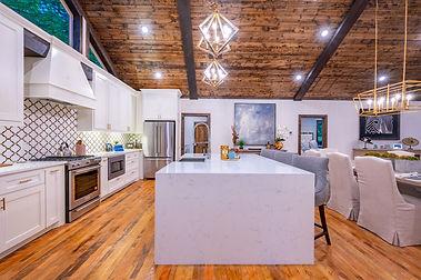 Huge kitchen with amenities in Broken Bo