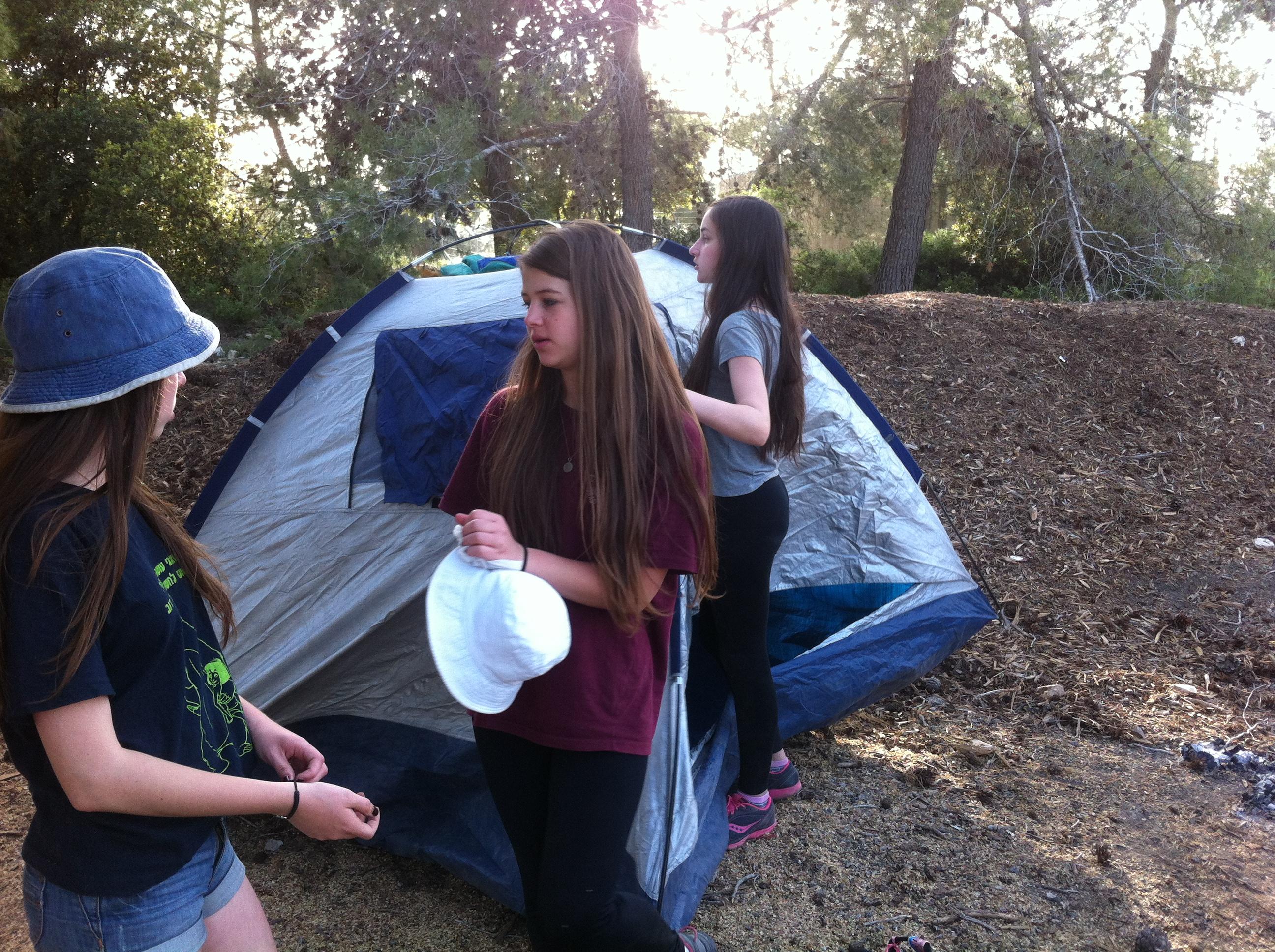 מקימים מחנה