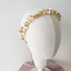 Couronne de fleurs séchées blanche et ja