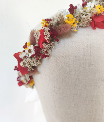 Couronne de fleurs séchées marron et rou