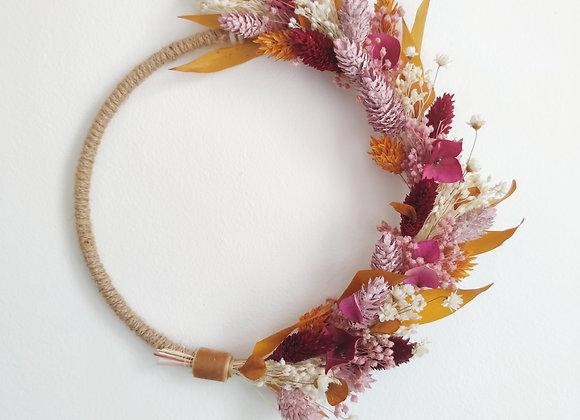 couronne de fleurs séchées bordeaux et jaune
