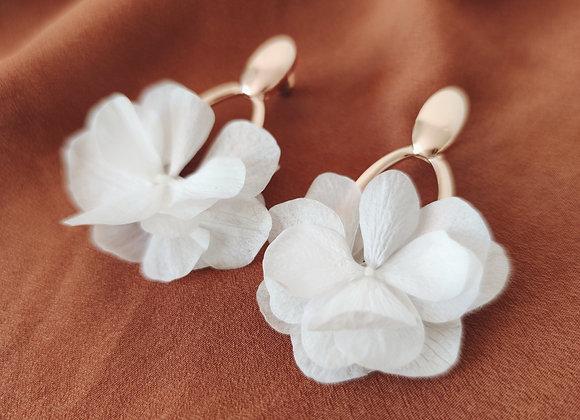 boucles d'oreilles fleurs stabilisées blanches