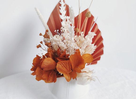 bouquet de fleurs séchées et porcelaine