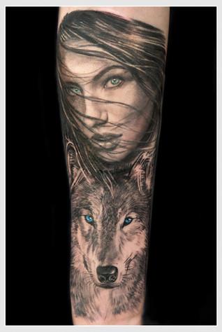 chica lobo.jpg