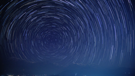 ヒマラヤ山脈上の星