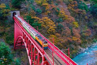 黒部峡谷のトロッコ列車