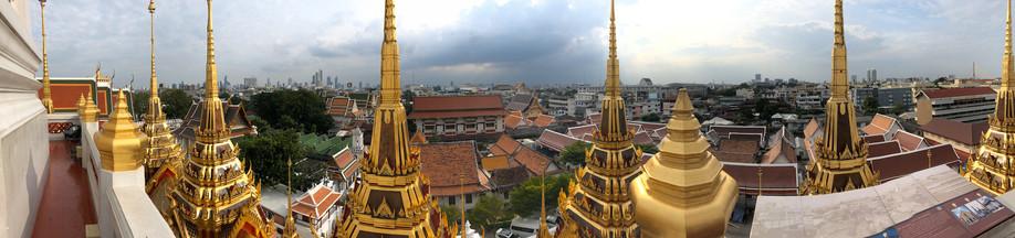 ロハプラサート寺院から市内を見る