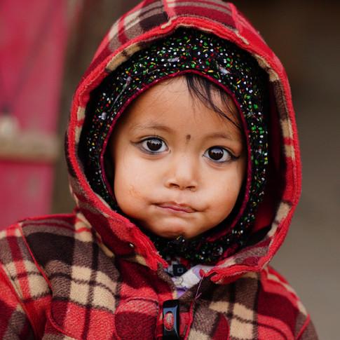 ネパール パタンの通りで。看板娘かな