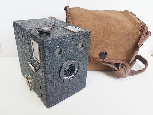 Vintage Wartime Camera    (O)