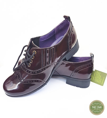 Ladies or girls vintage style brogues  (Q)