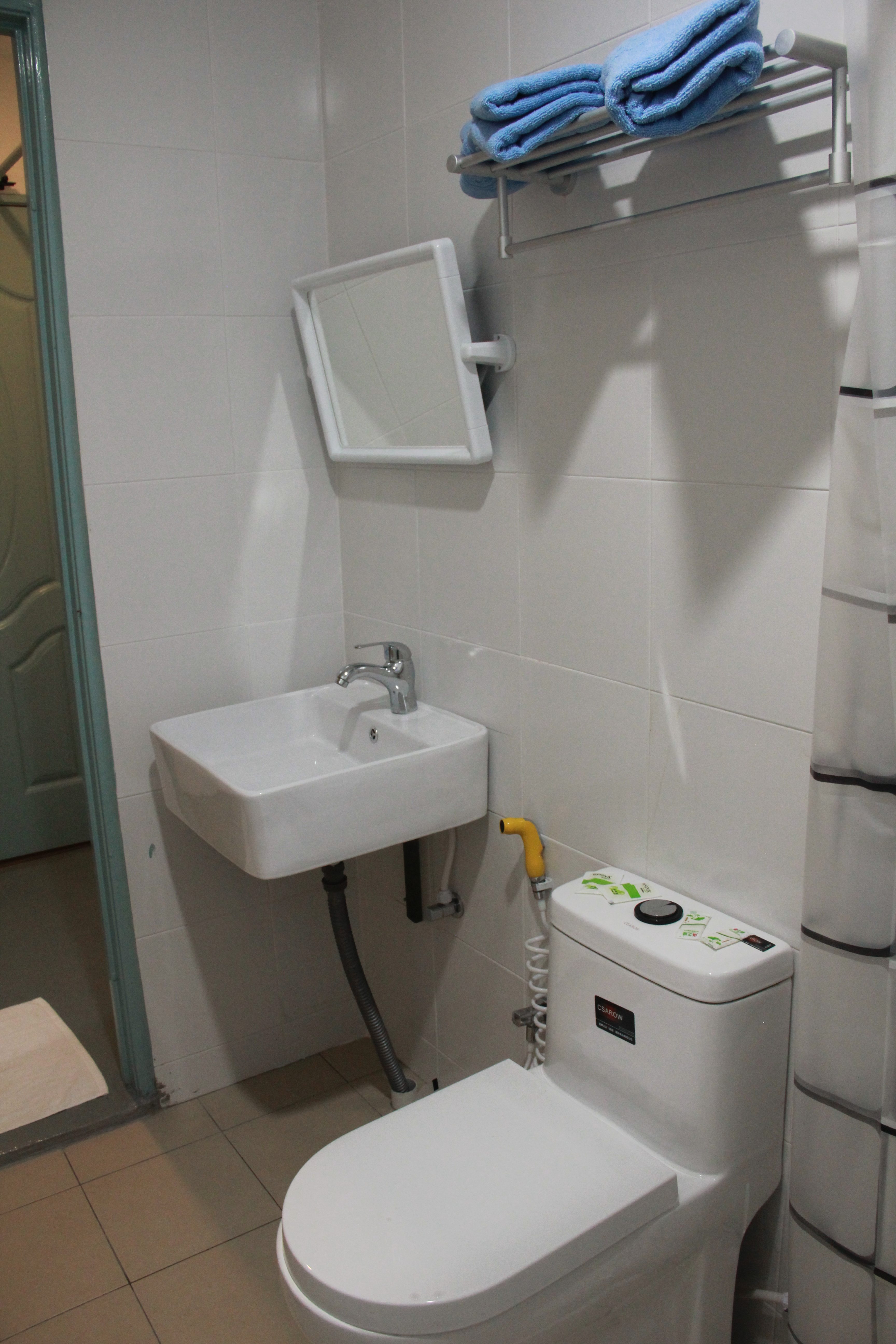 Clean Bathroom & Toilet