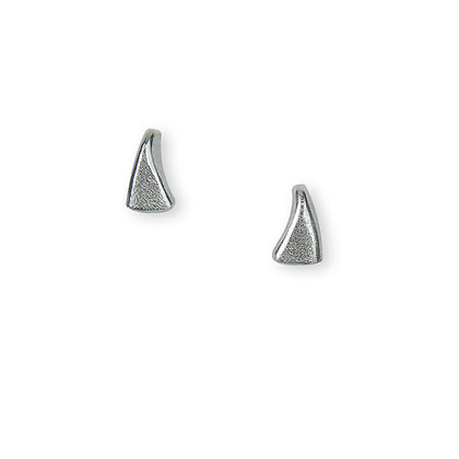 Flow small stud earrings