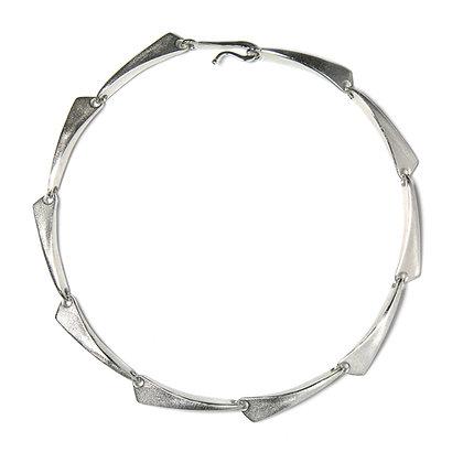 Flow neckpiece