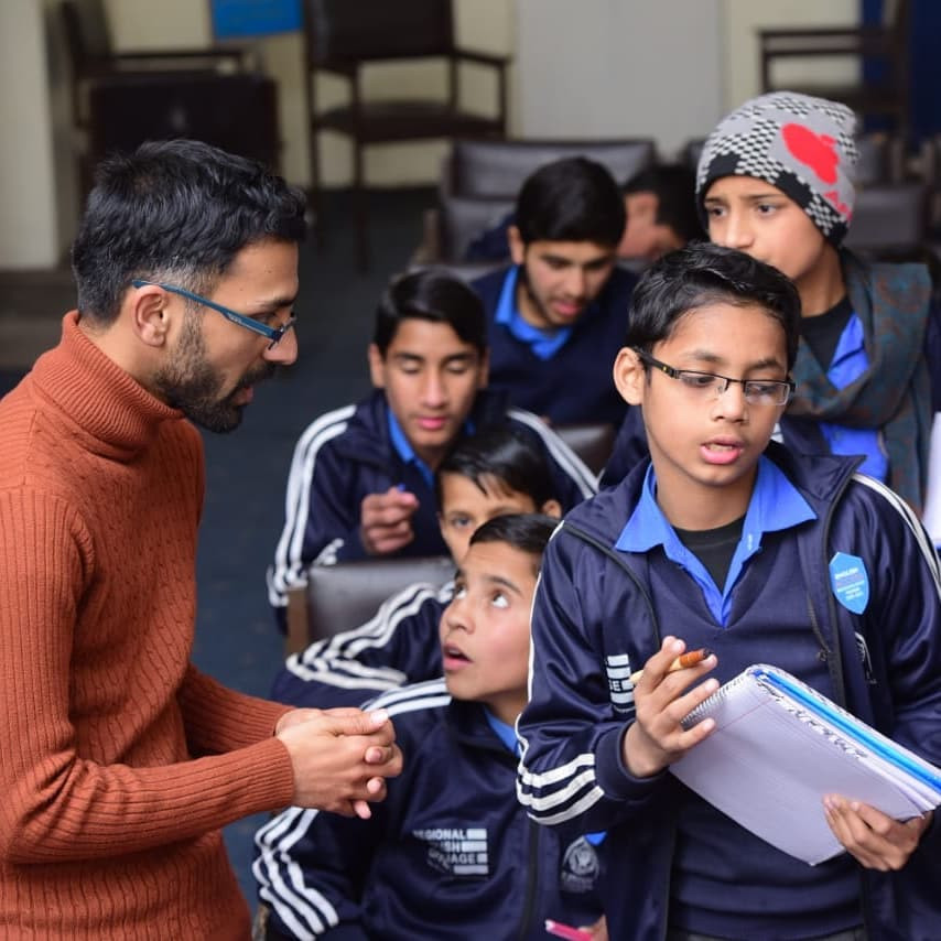 Ommer giving a writing workshop to young Pakistanis