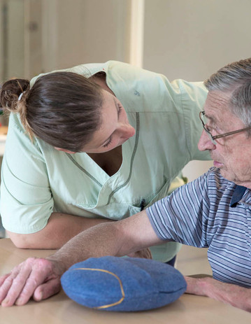 Caregive and man together with inmuRELAX