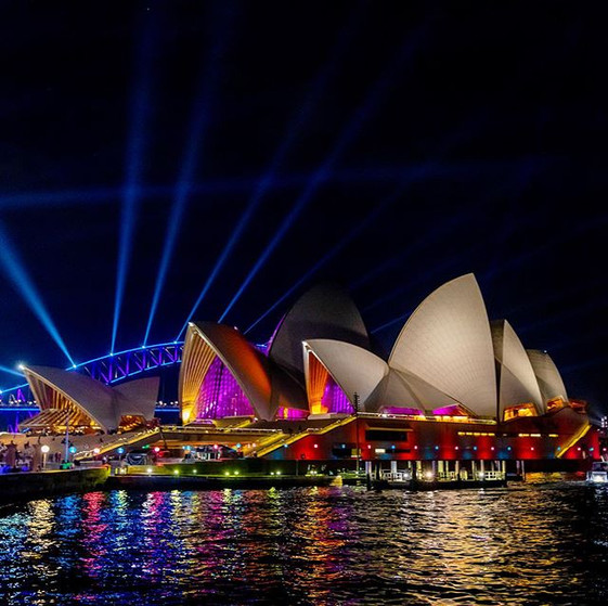 Rays of light_._._.__vividsydney #vivids