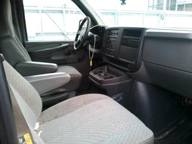 Chevrolet Express Van (Front view)