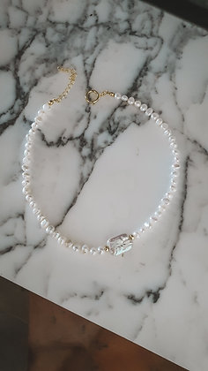 STONE AND PEARLS NECKLACE