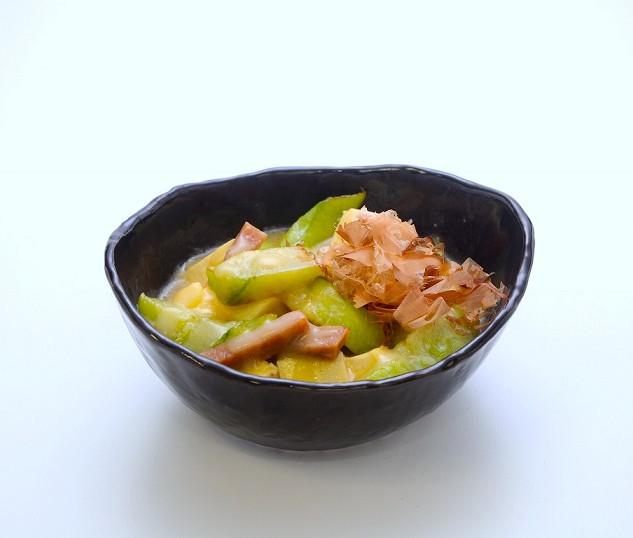 【ナーベラ・ンブシ】香川ではなじみが薄い「へちま」の味噌煮込みで、代表的な郷土料理のひとつです。