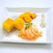 【マンゴーアイスの南国プレート】南国を感じるジューシーなマンゴーのアイスプレートです。