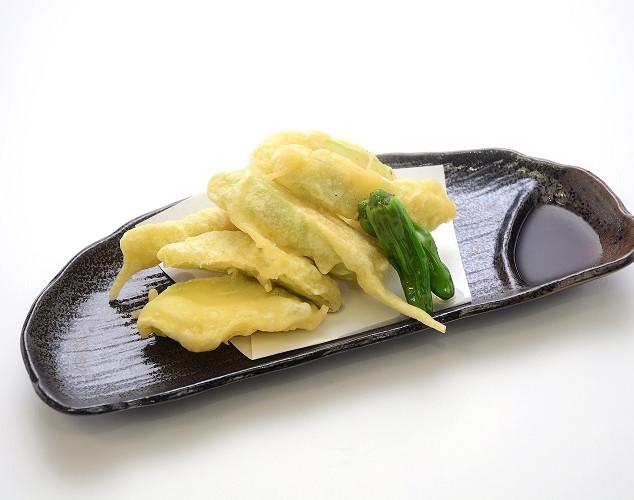 【沖縄特産ナーベラのてぃんぷら】天ぷらにすると、目と食感、両方楽しめる島らっきょ。