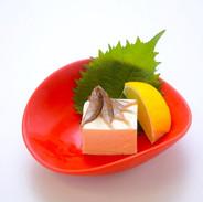 【スクガラス豆腐】沖縄珍味の代表格、「アイゴ」の稚魚の塩辛です。