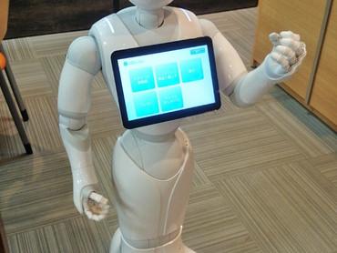 人型ロボット「Pepper」登場