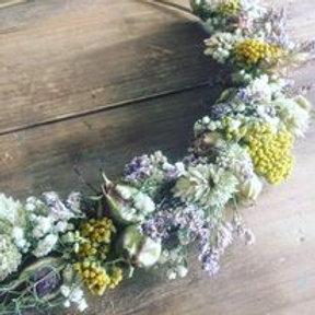 Couronne de fleurs séchées Madame Capucine - moutarde et mauve