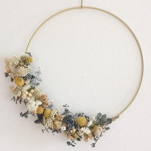 Couronne de fleurs séchées Madame Capucine - moutarde