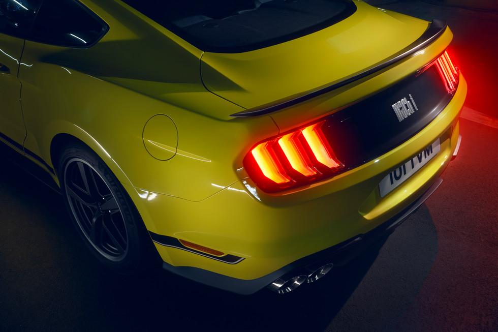Mustang_yellow_detail_257.jpg