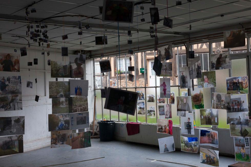 La Source, Octobre 2019. Atelier pour enfants 6-12 ans dans le cadre des résidence pour artistes à l'association La Source La Guéroulde, fondée par le peintre francais Gerard Garouste.