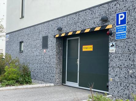 Brf Herrgårdsparkens garageinfart
