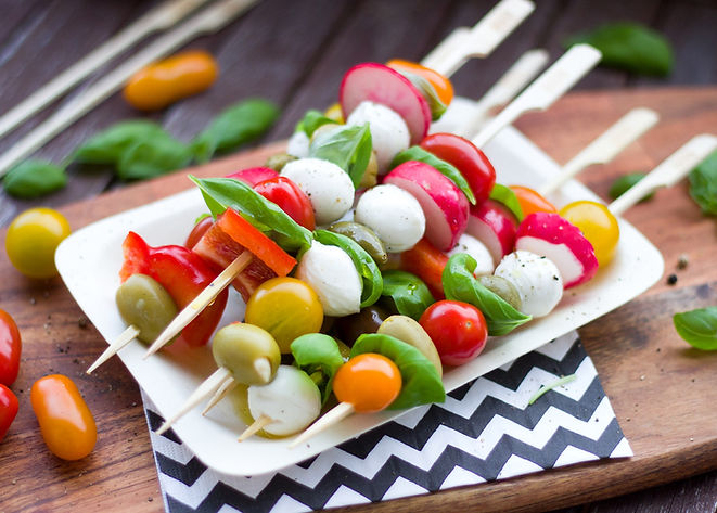 Grillspett med färgglad mat