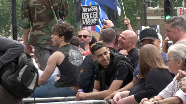 Lockdown Protesters March on London, Skirmish With Police