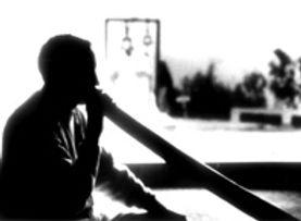 Kamalnath Klaus Thyssen suona il didgeridoo