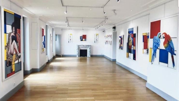 Salle d'exposition à l'étage
